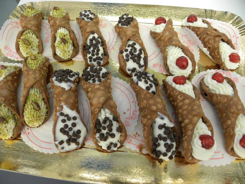 Dove e come è nato il cannolo siciliano? - Gelateria Jolly Blu